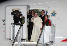 El Papa a punto de tomar el vuelo de regreso al Vaticano.
