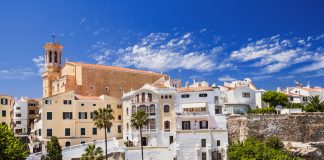 Las Islas Baleares cobrarán por noche y estancia una media de tres euros.