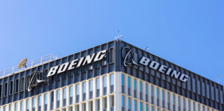 Las acciones de Boeing, una de las treinta que forman parte del índice Dow Jones de Industriales, subieron ayer un 2,80 %