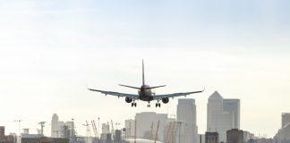 Reabre el London City Airport tras desalojarse bomba de la II Guerra Mundial