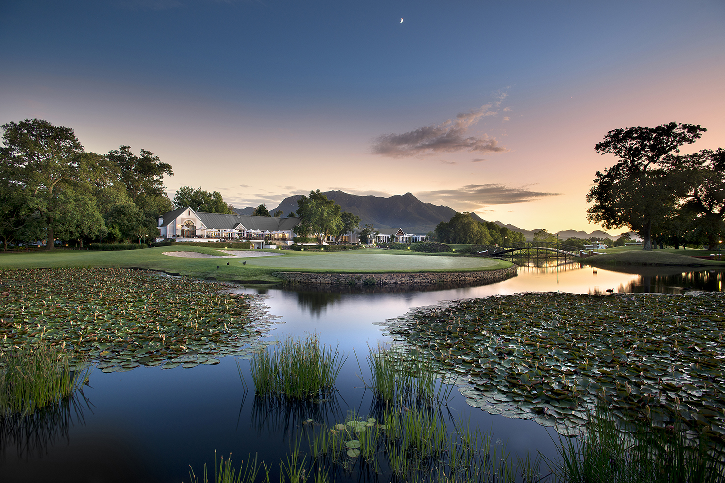 Fancourt_Hotel_exterior_view_from_montagu_18_grey