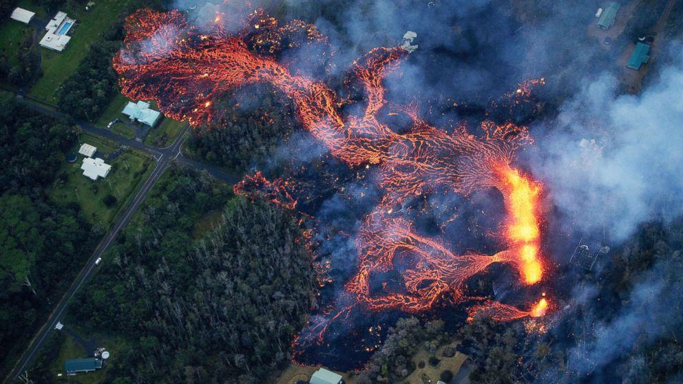 Hawaiians brave volcanic gases, lava to retrieve pets