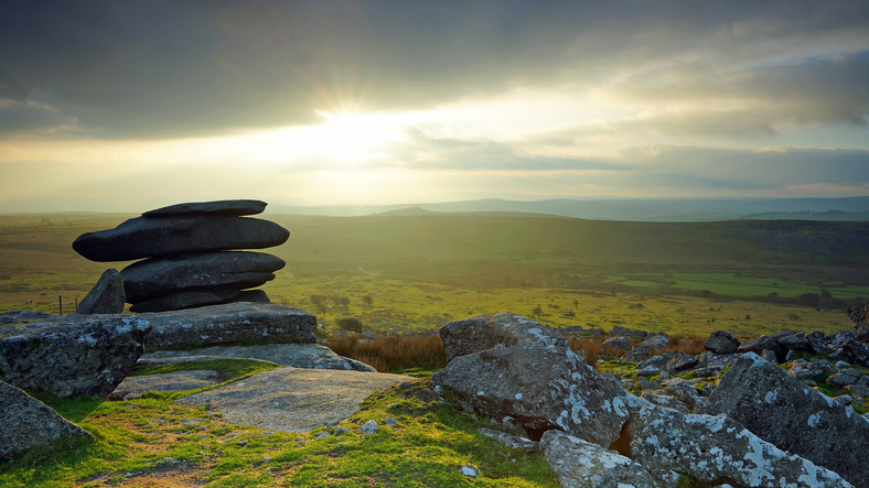 Sunset over the Cheesewring on Bodmin Moor, Cornwall, TRAIL.-RUNNING