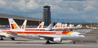 Parte de la flota de Iberia en el aeropuerto de Madrid.