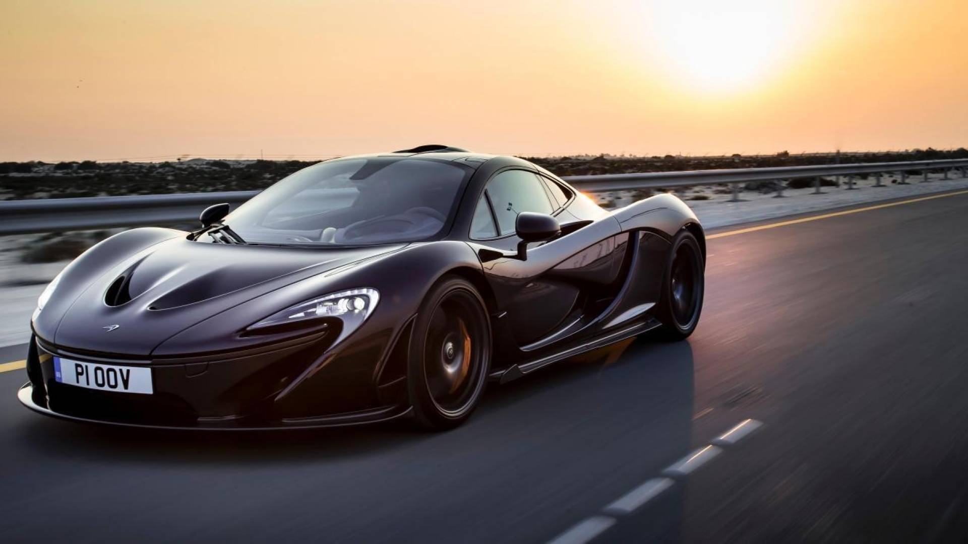 McLaren-P1-Bahrain-773-crop5184x2670_1920x1600c