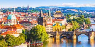 Imagen del centro histórico de Praga en un día soleado
