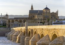 El turismo cultural atrajo hacia Andalucía a 9,5 millones de viajeros durante 2017, lo que supone un incremento del 15,1 por ciento respecto al año anterior y más del 32 por ciento del total del destino.