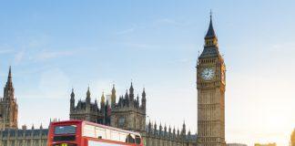 Vista del Big Ben y de un autobús típico inglés de dos plantas.