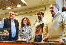Imagen del chef Igor Rodrígues junto con su creación. la tapa La Dehesa.
