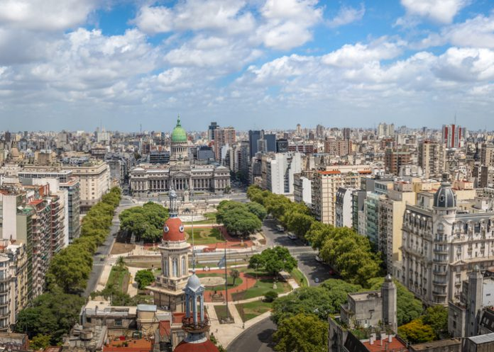 Vista aérea de la ciudad de Buenos Aires y la Plaza del Congreso.