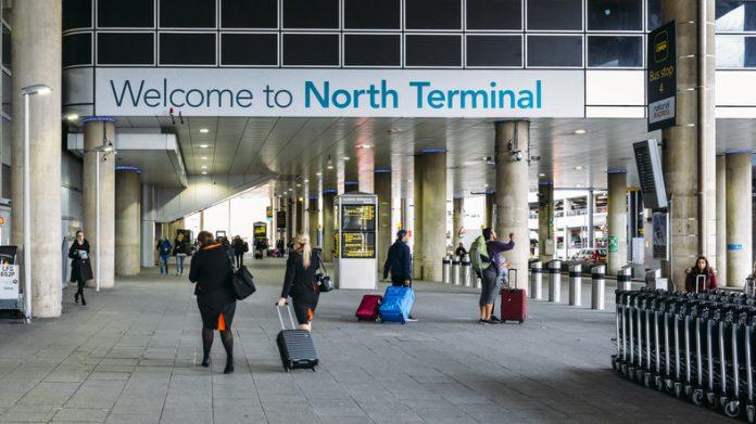 Varios aviones fueron desviados a otros aeropuertos, incluso a los de París y Amsterdam.