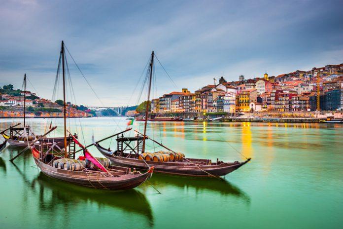 En 2017 el volumen de facturación del sector turístico, que supone el 10 % del PIB de Portugal, fue de 15.000 millones