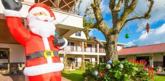 Papá Noel en un jardín de la localidad de Boquete.