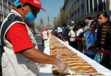"""""""Fue una rosca de 2.065,43 metros que rompe el pasado récord en Suiza de 973,24 metros, en 2011"""", dijo a Efe el adjudicador oficial del Guinness World Records para América Latina, Carlos Tapia."""