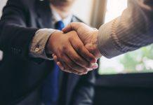 El acuerdo entre sindicatos y empresa, se alcanzó de madrugada tras más de 14 horas de reunión,