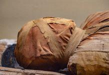 El recinto que alberga las momias es un atractivo para la región y contiene imágenes relacionadas con la muerte, entierros prehispánicos y figuras de dioses mayas.