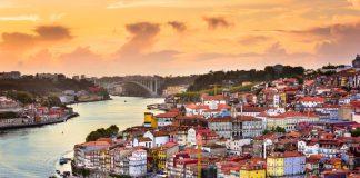 Vista de la ciudad de Oporto al atardecer.