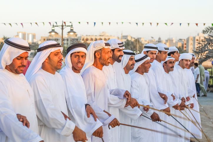 Bailes-tradicionales-arabes-Heritage-Village
