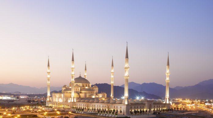 Grand-Mezquita-Sheikh-Zayed-en-Fujairah-EAU