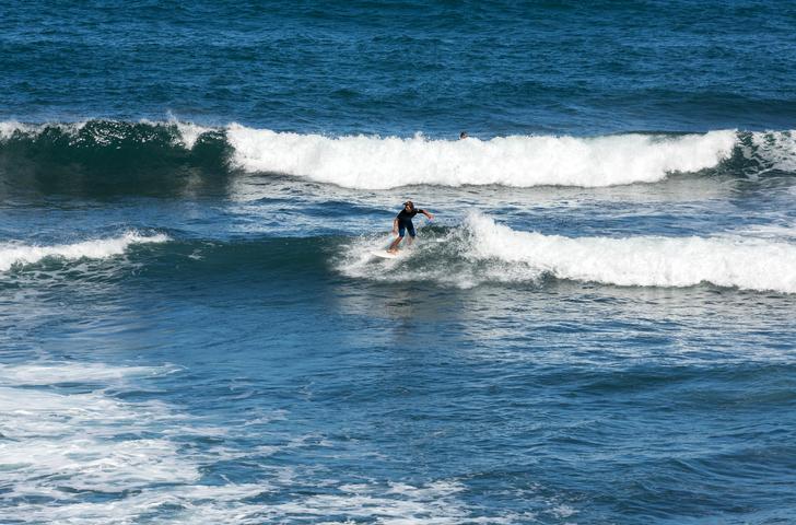Surfistas-en-la-isla-de-Madeira