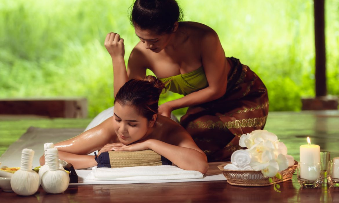 Thai massage: relaxation connected to Buddha